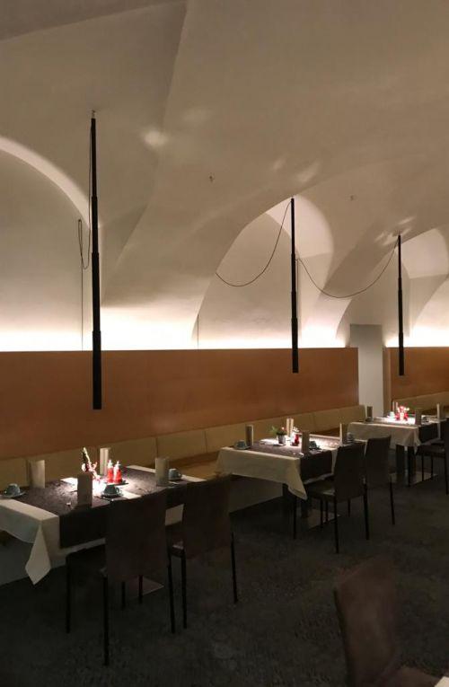 Micro Telescopic lamps in a restaurant